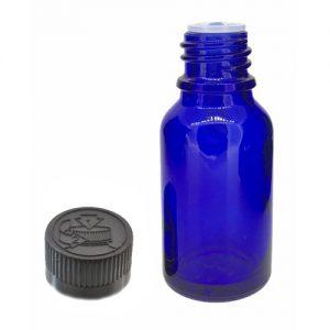 Modra steklenička za eterična olja s pokrovčkom, varnim za otroke, in vstavljeno kapalko